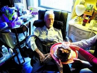 Saúde. Alexander Imich, 111, atribui sua longevidade aos genes bons e exercícios ao longo de sua vida: 'era ginasta, corria bem'