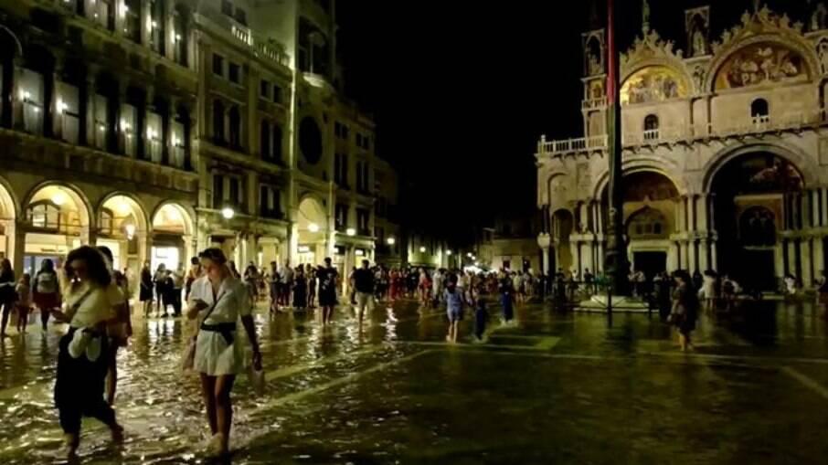 Praça de São Marcos ficou completamente alagada neste final de semana