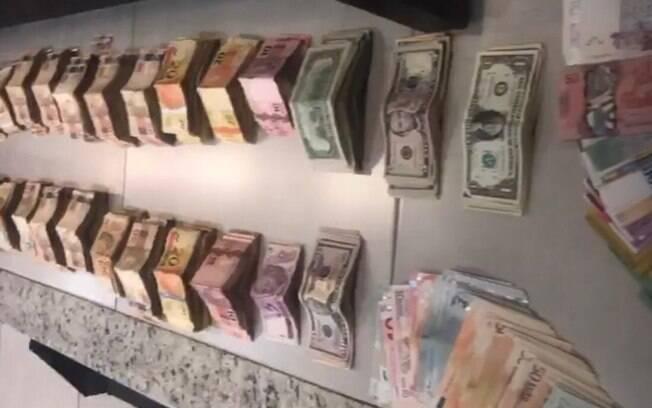 A Polícia apreendeu mais de 400 mil reais na casa de João de Deus
