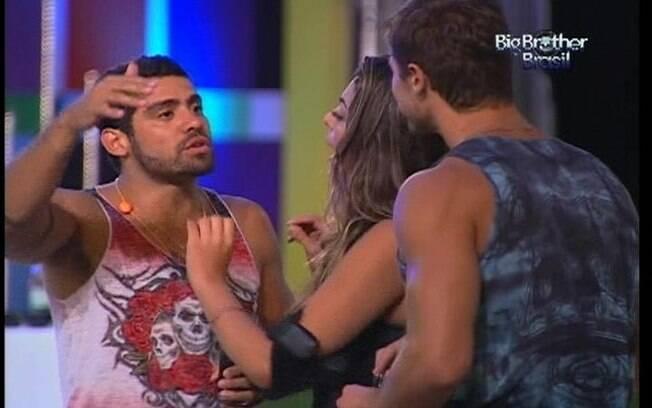 Goiano se descontrola após Jonas e Monique trocarem o ritmo das canções da festa