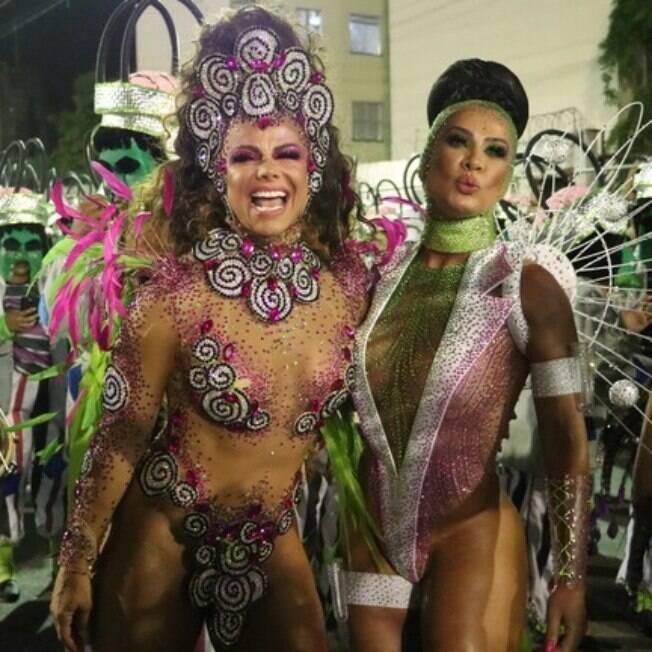 Viviane Araújo e Scheila Carvalho desfilaram em Santos