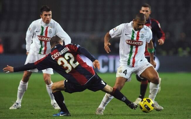 Felipe Melo disputa a bola em jogo da  Juventus