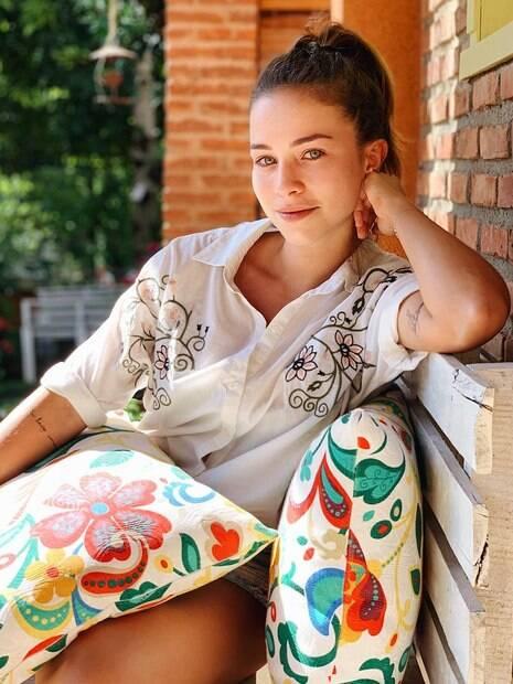 Laryssa Ayres compartilha foto de viagem com Maria