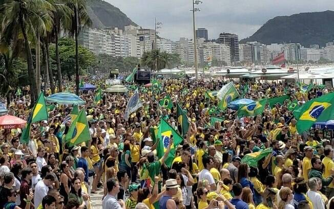 Atos de apoio a Bolsonaro ocorrem em resposta a protestos de opositores, registrados ontem
