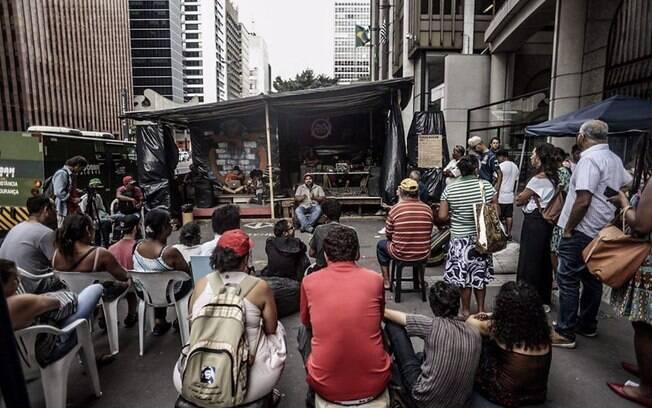 Ocupação do MTST na Avenida Paulista contou com diversas atividades culturais como sessões de filmes e rodas de música