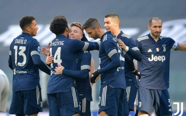 Arthur marca pela primeira vez, e Juve derrota o Bologna pelo Italiano