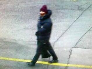 Imagem mostra suspeito de ataque a café durante um ato por liberdade de experessão, neste sábado (14), em Copenhague
