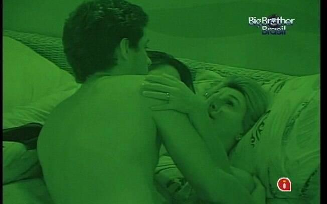 Fabiana é consolada por Fael e Kelly