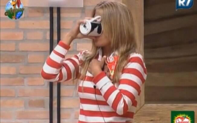 Raquel bebe café de terça-feira para comemorar vitória na Roça