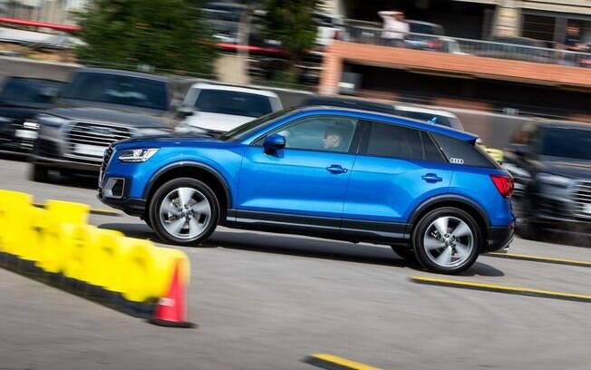 Audi Q2 foi levado aos jogadores do time do Barcelona para eles darem uma volta no carro