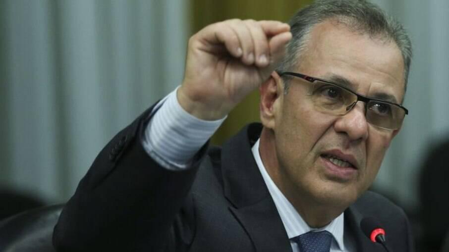 Bento Albuquerque, ministro de Minas e Energia, anunciou que o governo prepara auxílio para ajudar na compra de gás
