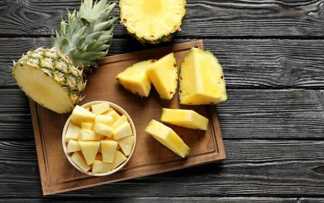 Abacaxi é uma das frutas da estação
