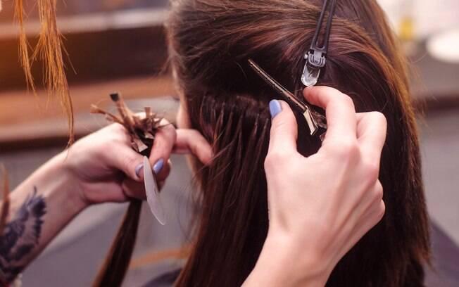 Os apliques podem te ajudar a dar um cabelo volumoso sem muito esforço, principalmente para alguns eventos especiais