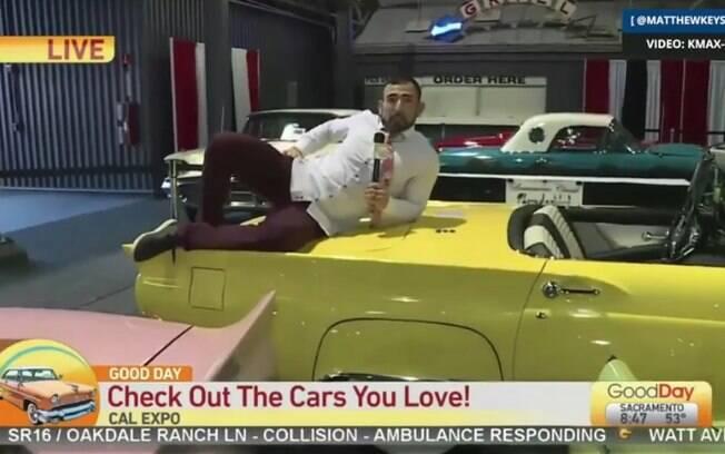 Repórter sobe em carros clássicos e raros e é demitido