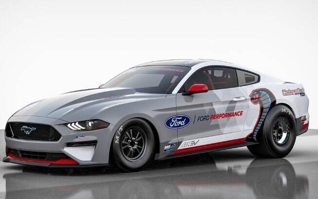 O Ford Mustang Cobra Jet tem mais de 1.400 e foi criado para mostrar como carros elétricos podem ser usados em corridas de arrancada