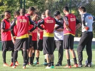 Jogadores do Atlético se reúnem para primeiro treinamento pós-despedida de Ronaldinho Gaúcho