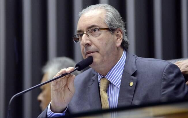 Acusado por delator de receber propina, Cunha sofre pressão de partidos de oposição