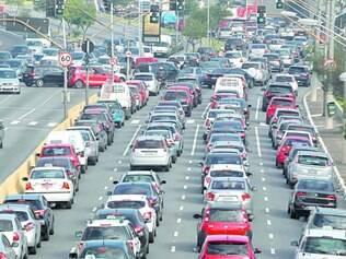 Atrasos. Com a suspensão do rodízio de carros por causa da greve no metrô, situação nessa quinta-feira foi ainda pior na maior cidade do país