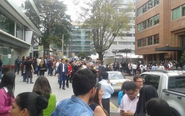 Imagem de rua na capital colombiana, Bogotá, clicada por brasileiro na tarde desta terça-feira