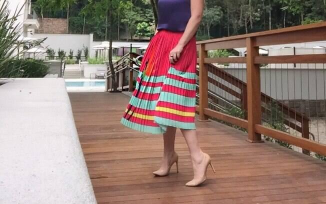Cacá Filippini usa sapatos nudes para alongar a silhueta