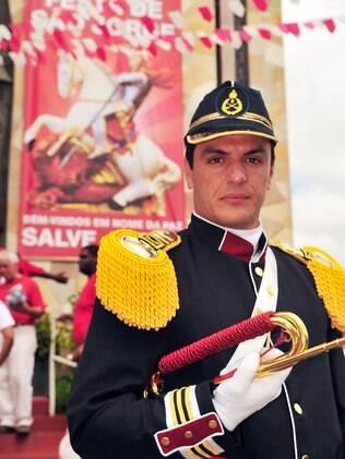 Rodrigo Lombardi como Theo: ator chorou ao ouvir a música no especial de Roberto