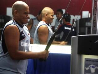 Walter tenta chegar à forma física ideal para poder atuar pelo Fluminense