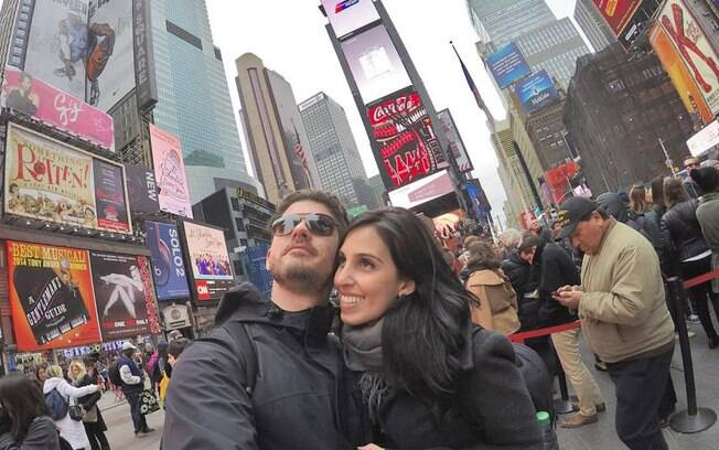 Vinícius e Julia, colunistas do Turismo, na Times Square