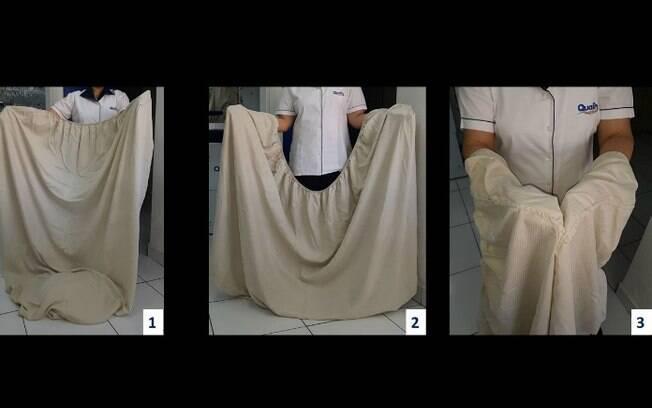 Como dobrar lençol de elástico: fotos referentes aos passos 1, 2 e 3 (da esquerda para a direita)