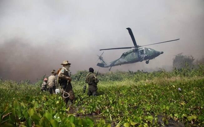 helicoptero pousando