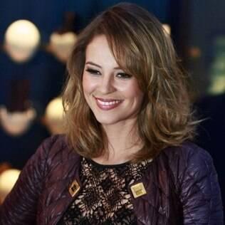 Paola Oliveira foi conferir a coleção da Louis Vuitton