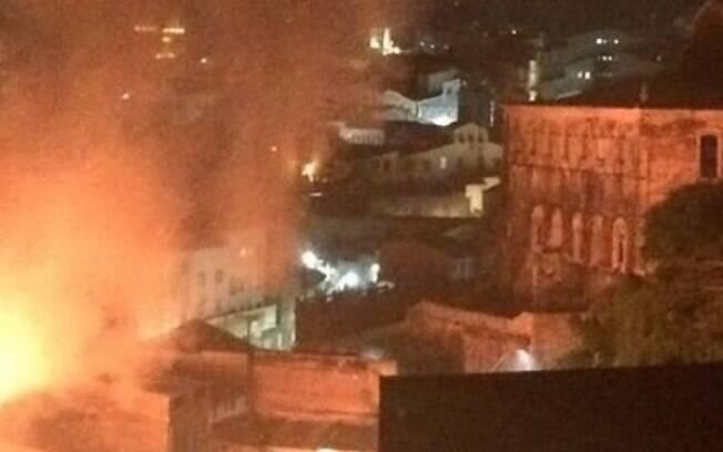 O novelista Walcyr Carrasco, por exemplo, comentou o caso do incêndio em Salvador em sua conta no Instagram