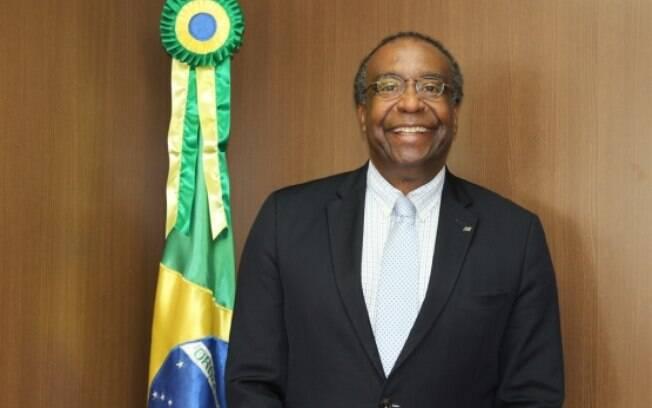 Após ter seu doutorado contestado pelo reitor da Universidade Nacional de Rosario, o ministro também é acusado de plagiar sua dissertação de mestrado