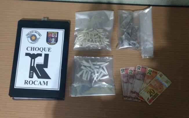 Rocam apreendeu drogas e prendeu dois suspeitos na prática do tráfico