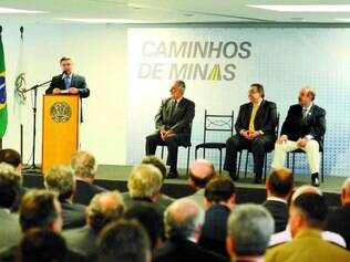 Contratos. NA ultima quinta-feira, o governador Antonio Anastasia fez mais uma solenidade voltada para os contemplados no programa