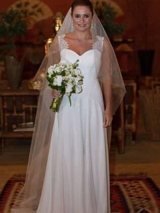 Fernanda na igreja: em cerca de três meses, vestido de noiva foi do sonho à realidade