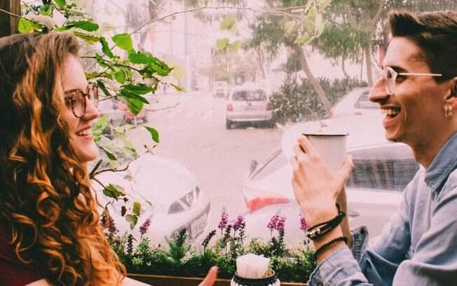 O casal dono do Café com Astrologia gosta de falar das previsões dos signos de uma forma descontraída e didática