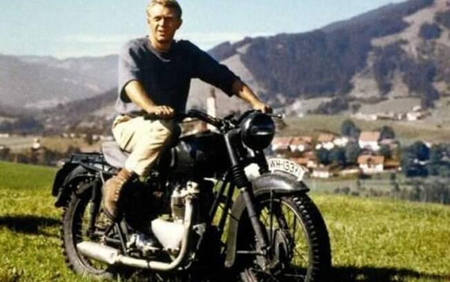 A moto que se passava por alemã era uma inglesa Triumph TR6 Trophy