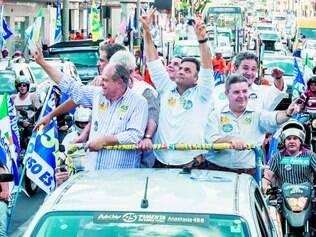 Carreata. Pimenta da Veiga e Aécio Neves visitaram ontem Uberlândia, no Triângulo Mineiro, depois seguiram para Belo Horizonte