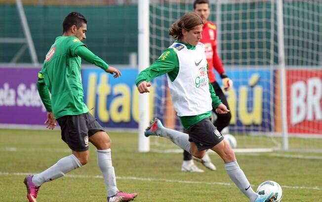 Filipe Luís em treino com a seleção. Ele foi  titular na lateral-esquerda