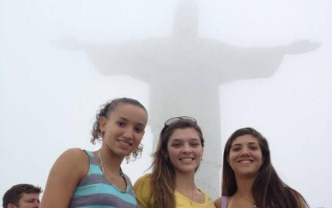 Gabi visitou o Cristo Redentor ao lado de  Rosamaria e Luiza Scher. Agora, a nova carioca  quer conhecer o Pão de Açucar