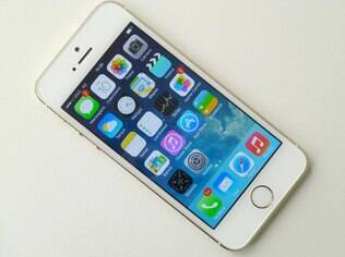 Modelo mais recente do iPhone, 5S custa R$ 2.799 no Brasil