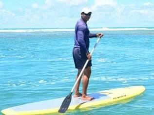 Stand-up paddle é uma opção divertida de praticar exercícios físicos