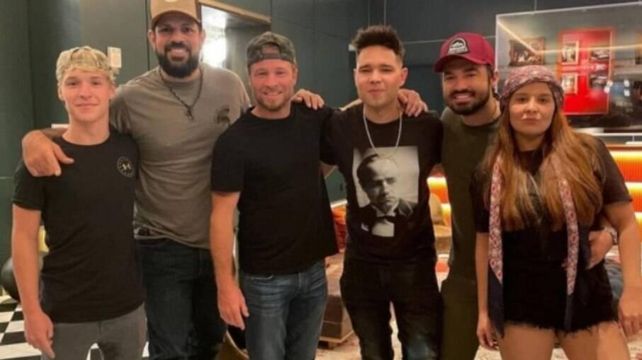 Maiara, Fernando e Sorocaba se encontram com Brian Litrell, do Backstreet Boys