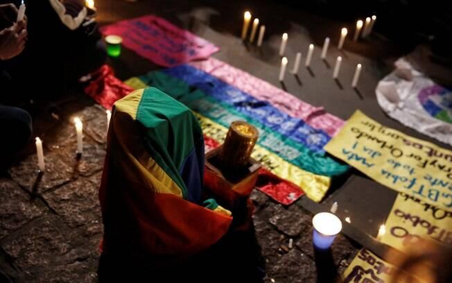 Grupos fazem ato na Paulista após nassacre em boate gay nos Estados Unidos