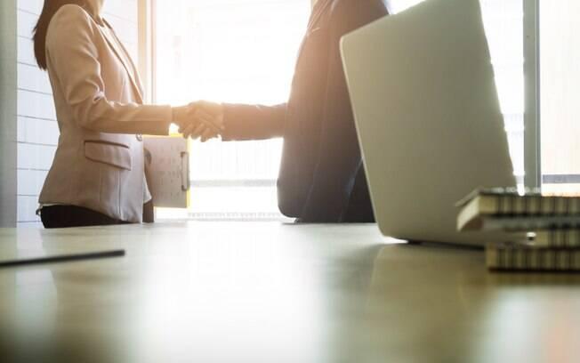 Empresas podem renegociar dívidas no feirão da Serasa por meio da internet ou de encontro presencial