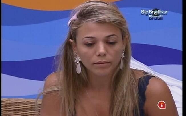 Fabiana alerta Kelly sobre a divisão dos quartos