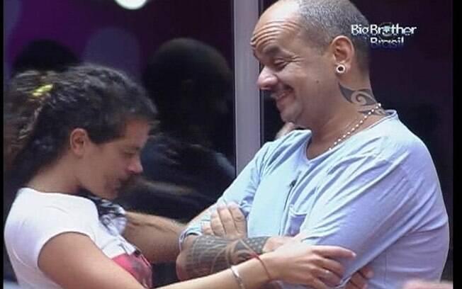 Noemí brinca com João Carvalho