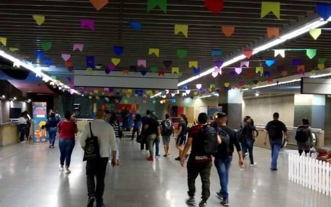 Estação República realiza festa junina para divertir aos passageiros