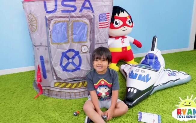 Menino de 8 anos tem canal sobre resenha de brinquedos e é o mais bem pago do YouTube