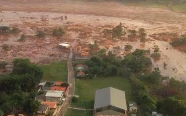 O rompimento de barragem de rejeitos da mineradora Samarco causou uma enxurrada de lama